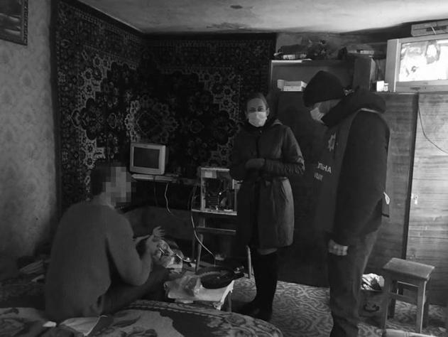 Безлад та антисанітарія вдома: У Білій Церкві у горе-батьків тимчасово забрали дитину
